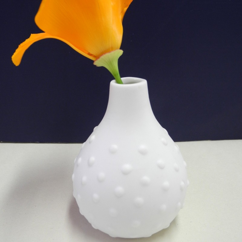 Vase blanc à relief points
