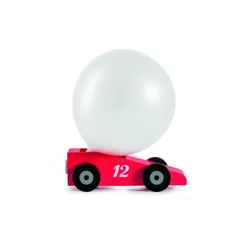 Voiture rouge avec ballon