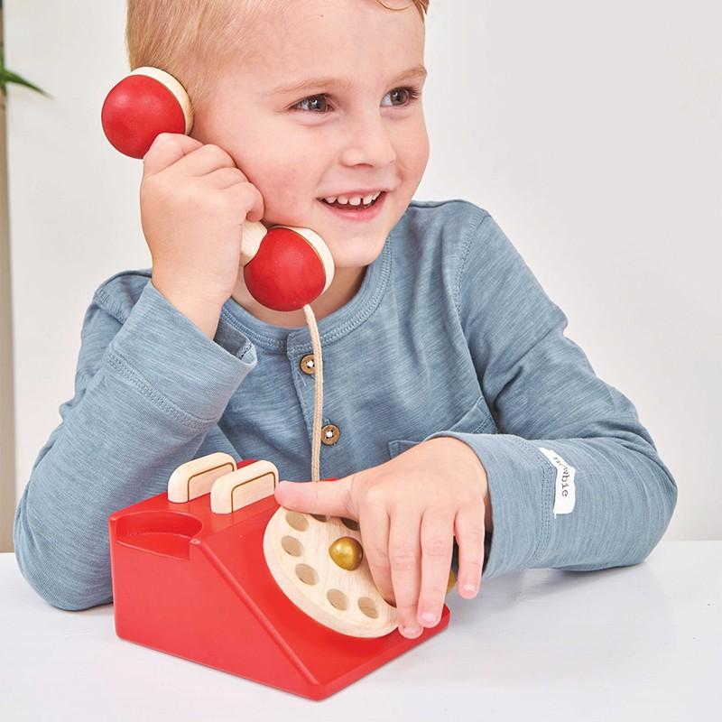 Téléphone vintage en bois
